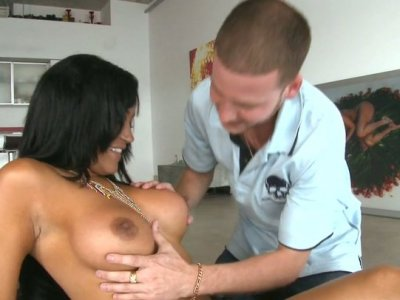 Busty cutie Lisa Lee enjoys cunnilingus and repays with a blowjob