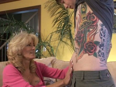 Tatted dude eats Lexi Carrington's pussy though she is twice elder than him