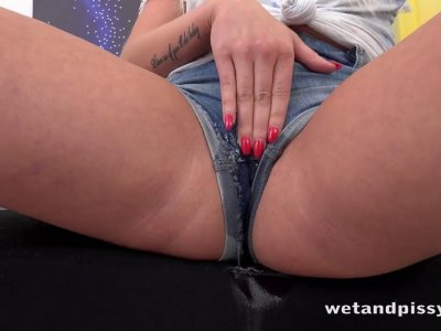 Blonde wets herself and plays with piss! Pussy Pissing