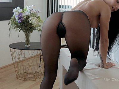 Cumming in my nylons