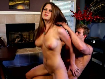 All natural babe Delilah Blue rides dick in the living room