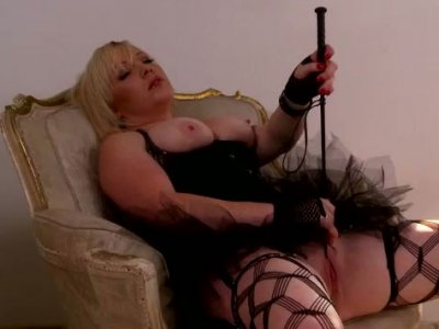 Lewd blond hussy drills her gaping pussy with dildo