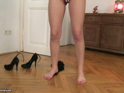 Flat brunette gal Ferrara Gomez plays with her smooth feet