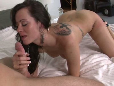 Bootylicious brunette Mandy Haze works the dick with her pussy and tongue