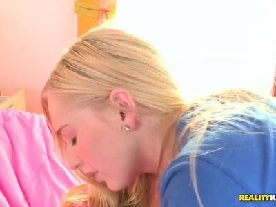 Stacie Jaxxx waves her white butt gingerly