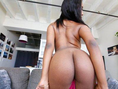 Ebony with the dreamy creamy body